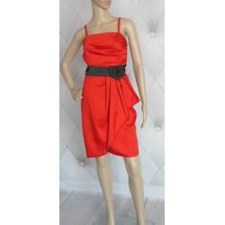 Elegancka czerwona sukienka falbana kwiat 36