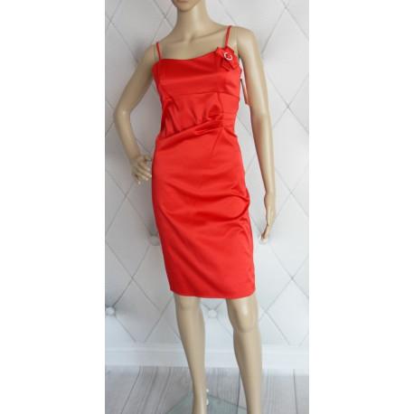 Elegancka klasyczna sukienka marszczona w tali 40