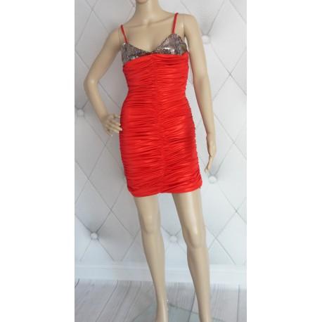 Czerwona nabłyszczana sukienka marszczona cekiny